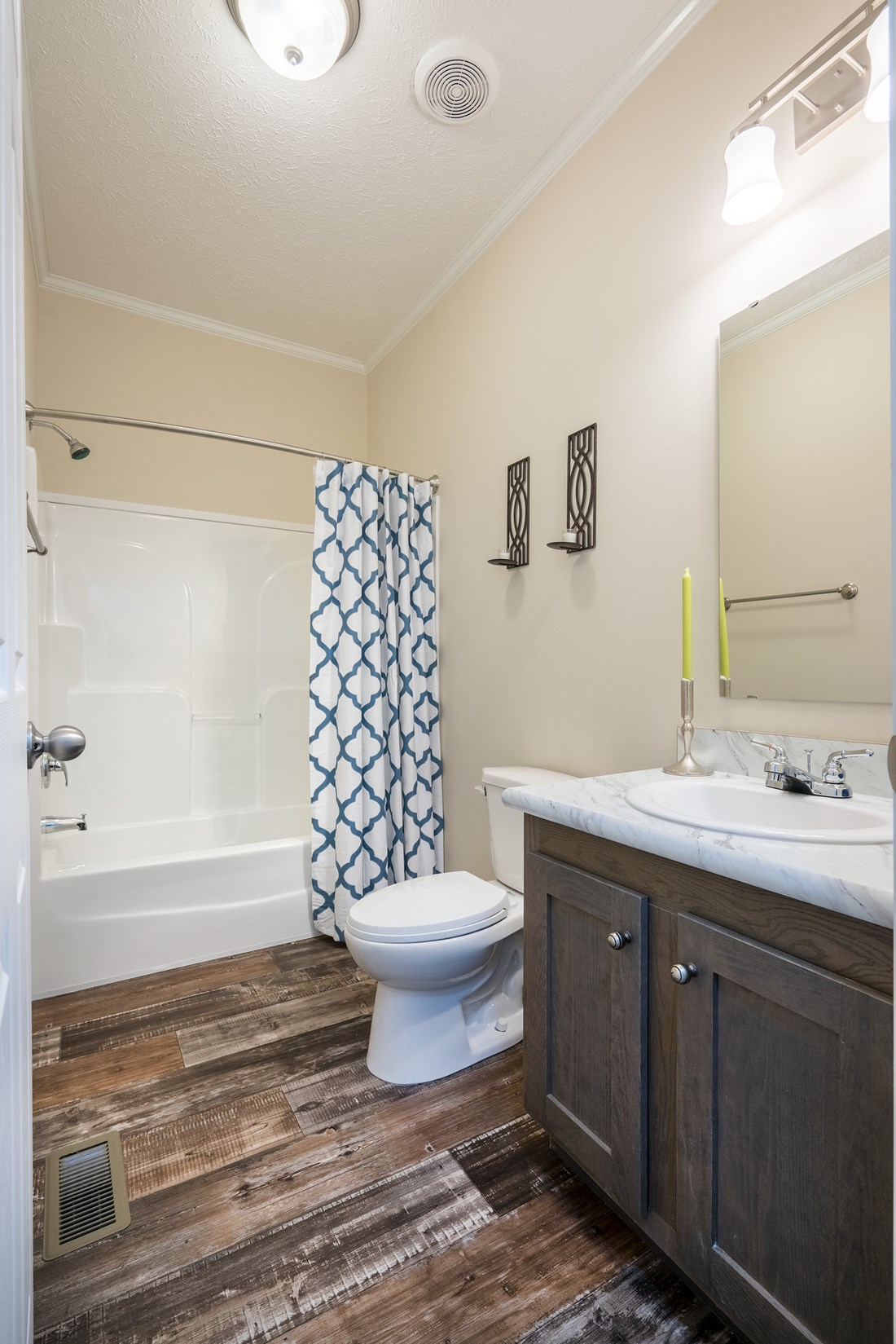 The 2062 CLASSIC Guest Bathroom. This Manufactured Mobile Home features 3 bedrooms and 2 baths.