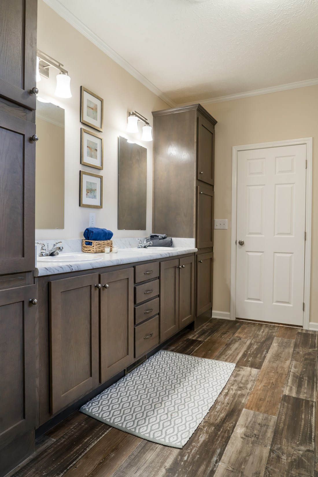 The 2062 CLASSIC Master Bathroom. This Manufactured Mobile Home features 3 bedrooms and 2 baths.